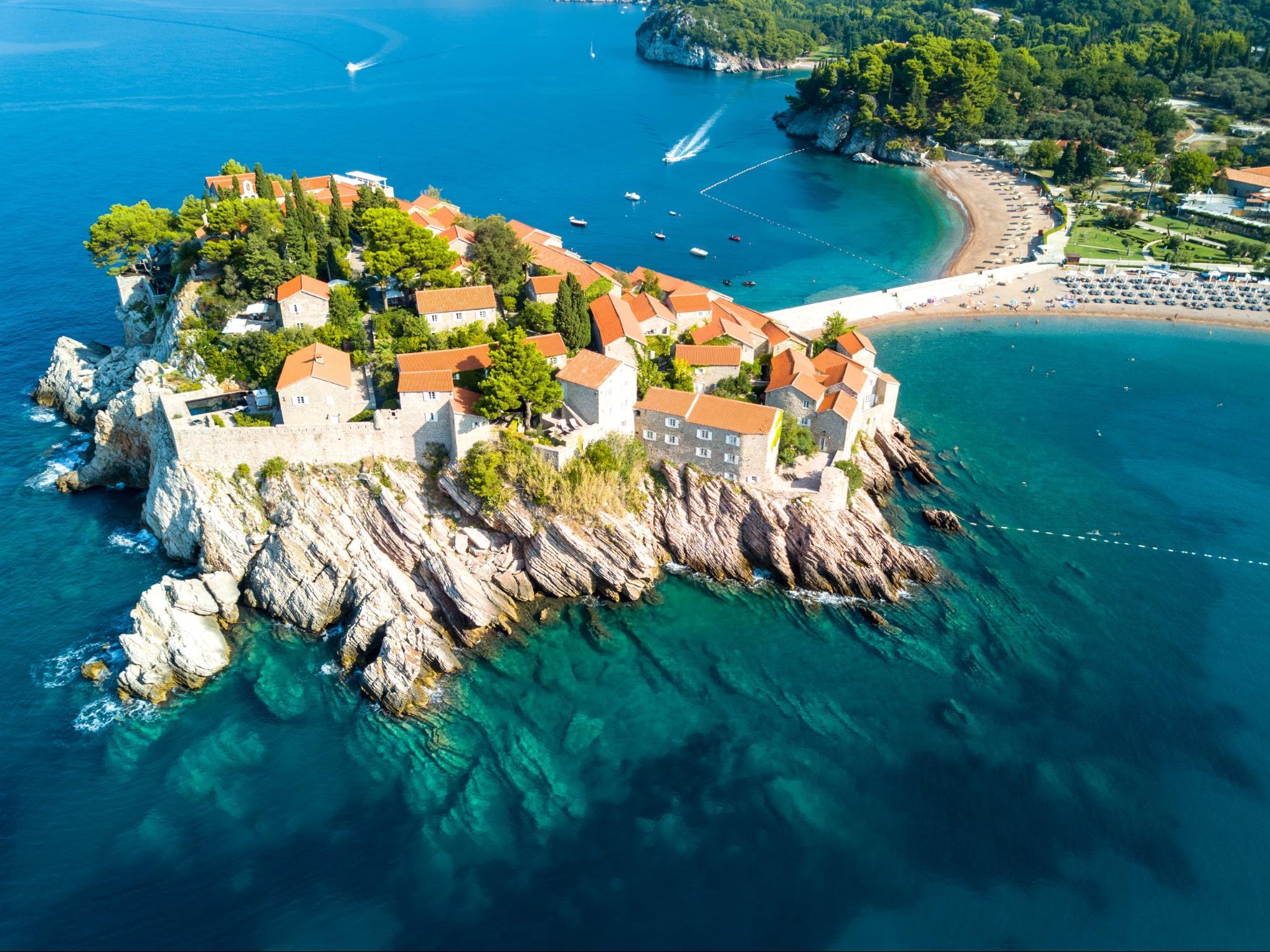 الجبل الأسود .. متعة الاستمتاع بالشواطئ