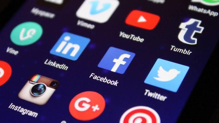 تأثير محتوى وسائل التواصل الاجتماعي
