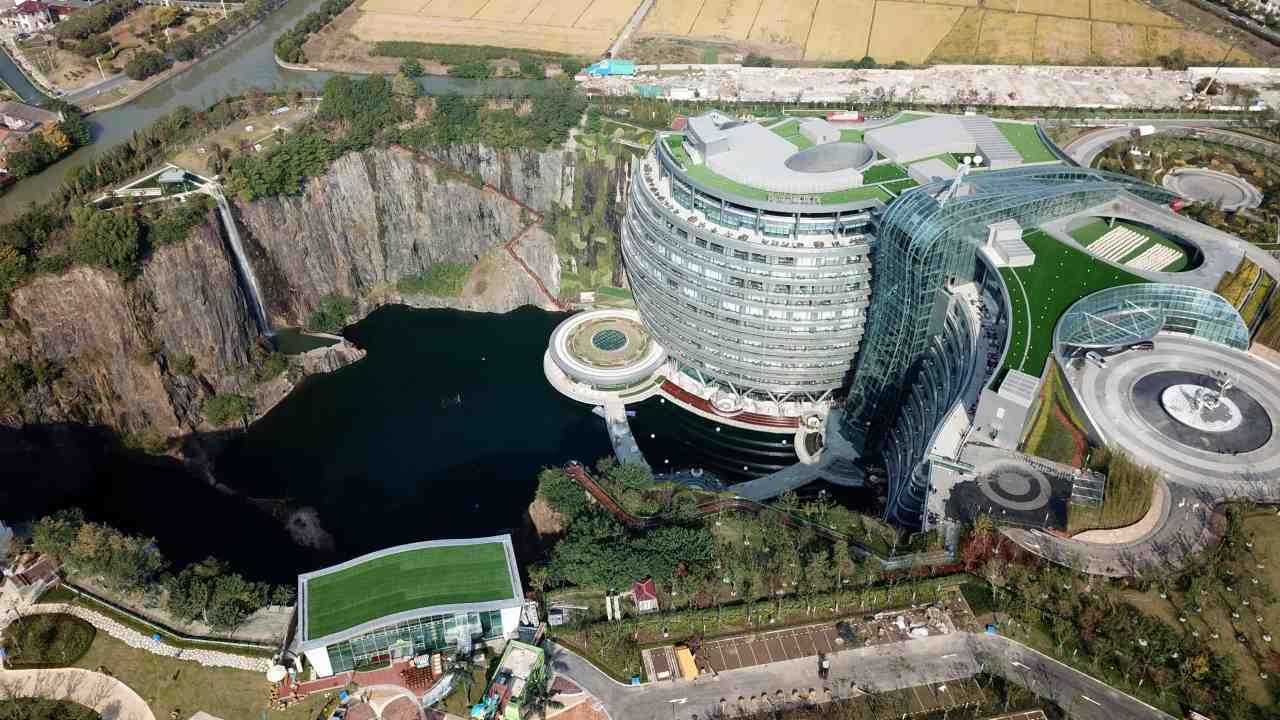 تعرف على أول فندق تحت الأرض في الصين