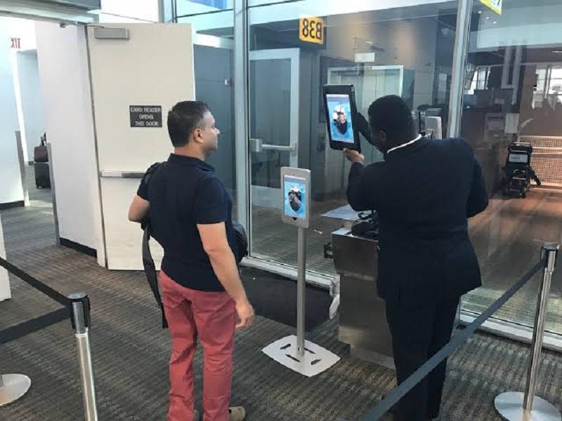 تقنية التعرف على الوجه في المطارات