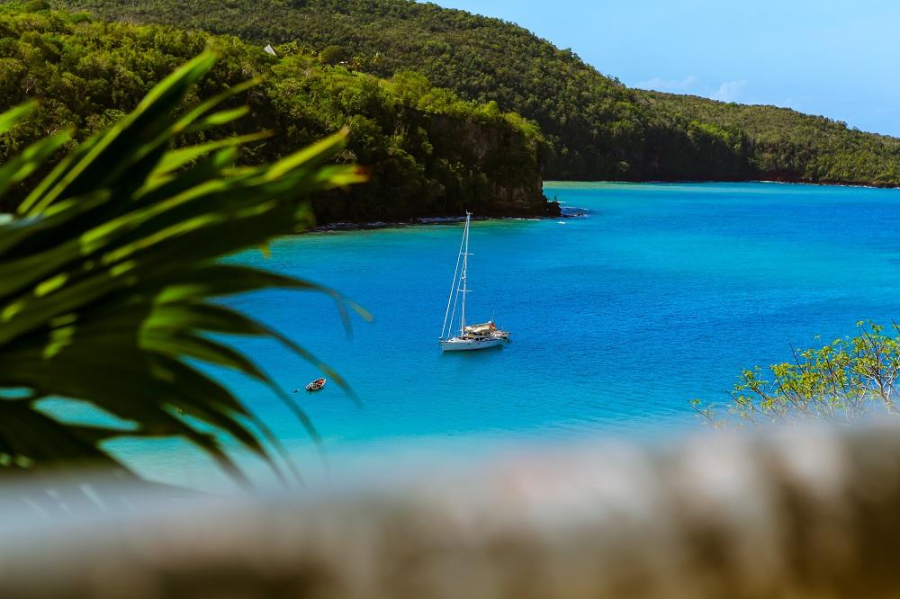 جزيرة نيكر ... جزيرة الأثرياء والمشاهير