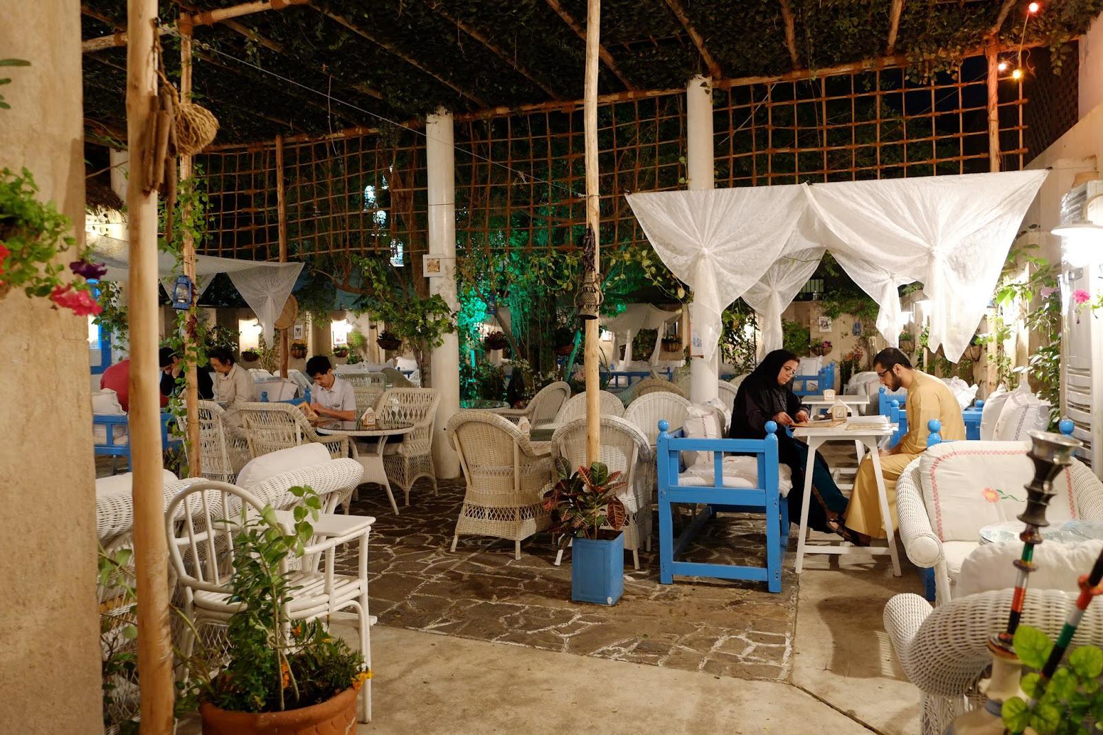 أفضل المطاعم التي ينصح في دبي مقهى بيت الشاي العربي