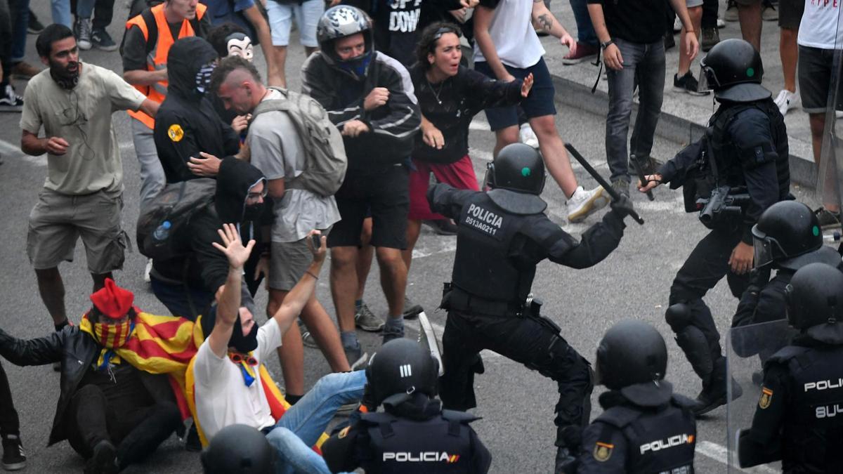 إلغاء عشرات الرحلات بسبب الاحتجاجات في أسبانيا