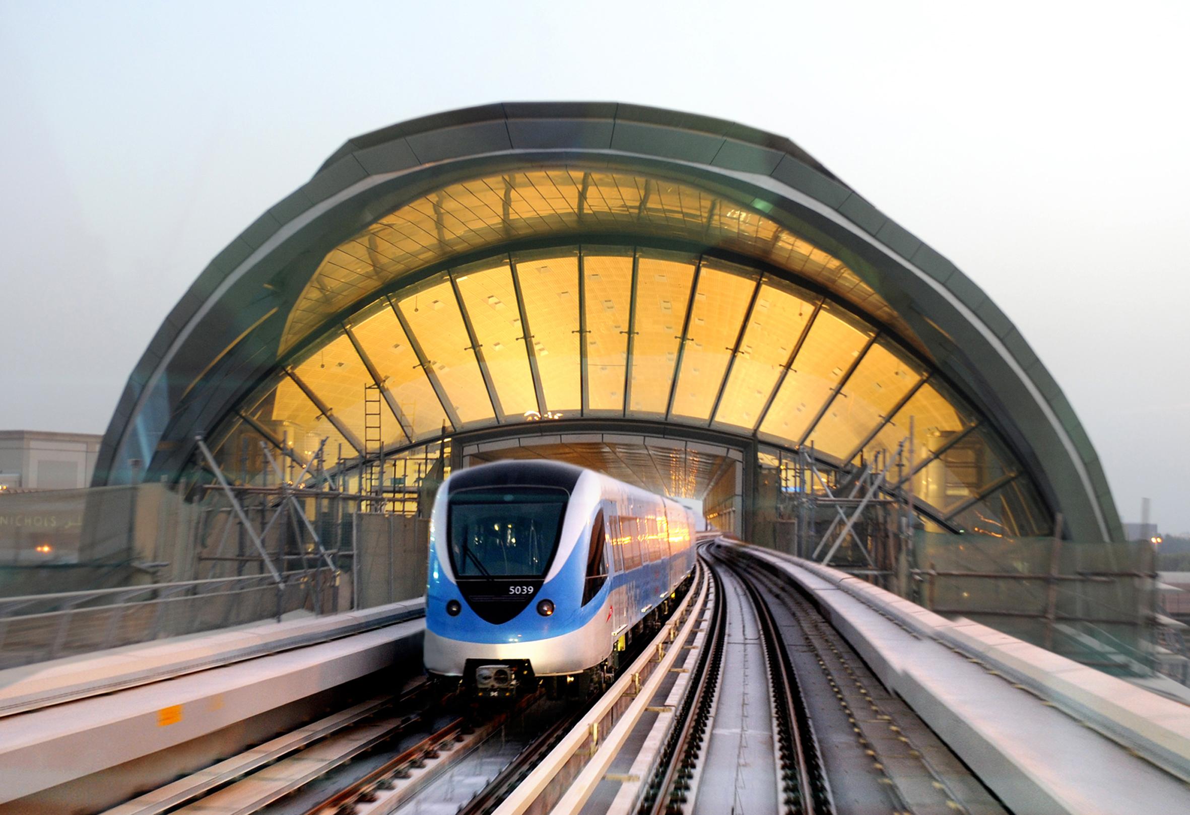 التنقل بالميترو دبي
