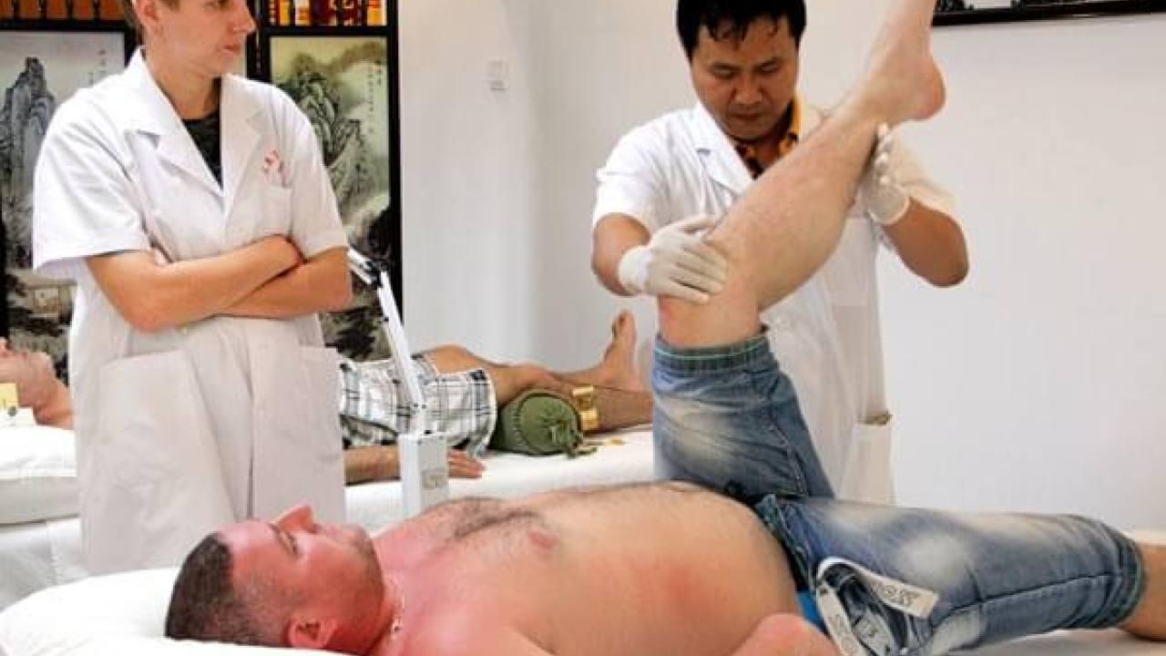 الروس يحبون الوخز بالإبر والتدليك في شرق هاواي هاينان الصينية