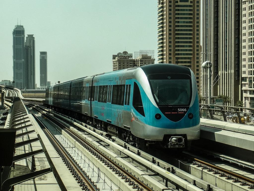 دليلك لاستخدام المواصلات العامة في دبي التنقل بالمترو