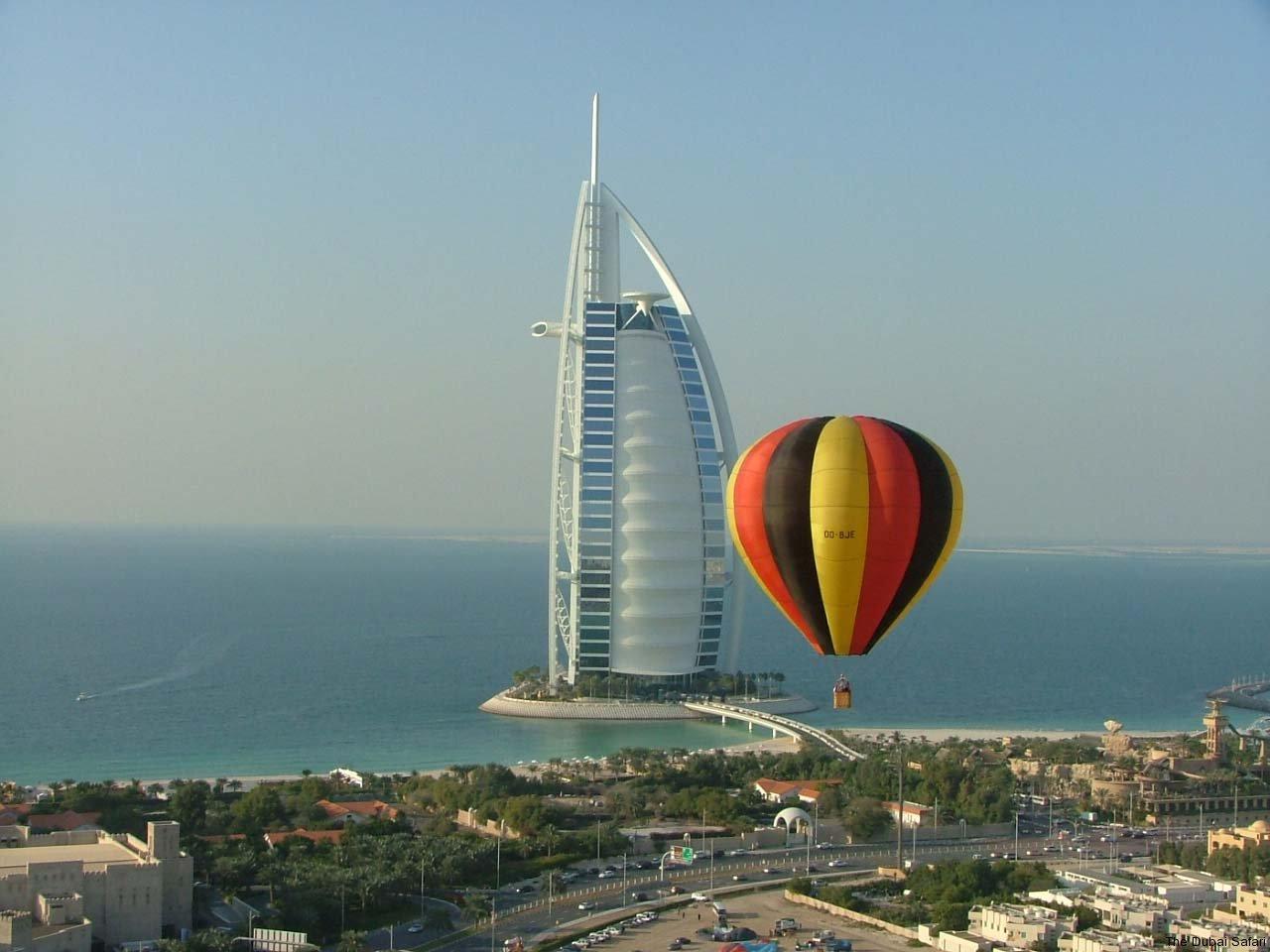 دليلك لشهر عسل في الإمارات ركوب منطاد الهواء الساخن