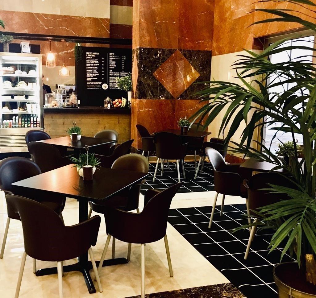 مطعم ومقهى لايم تري