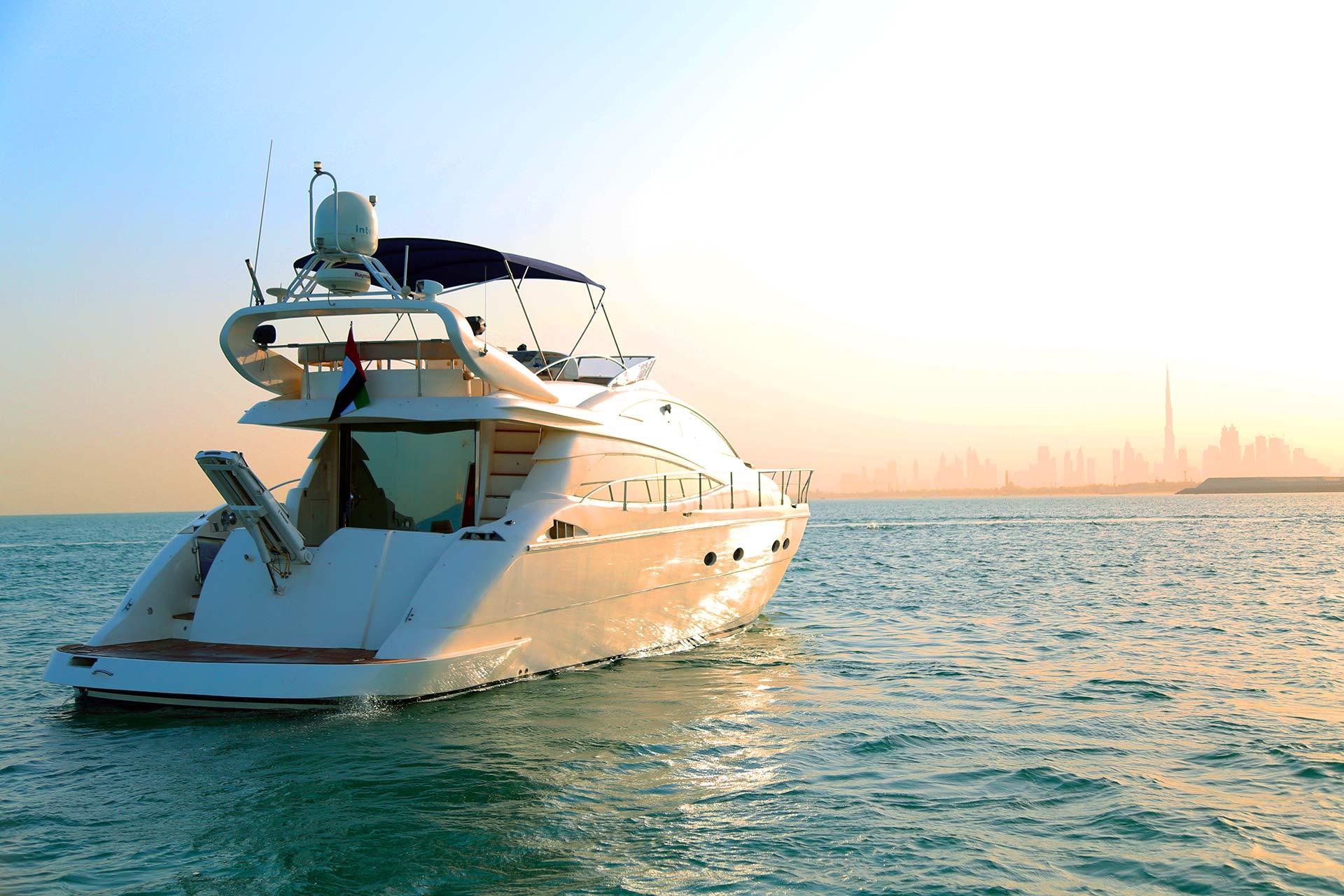وقت ممتع رومانسي على يخت دبي