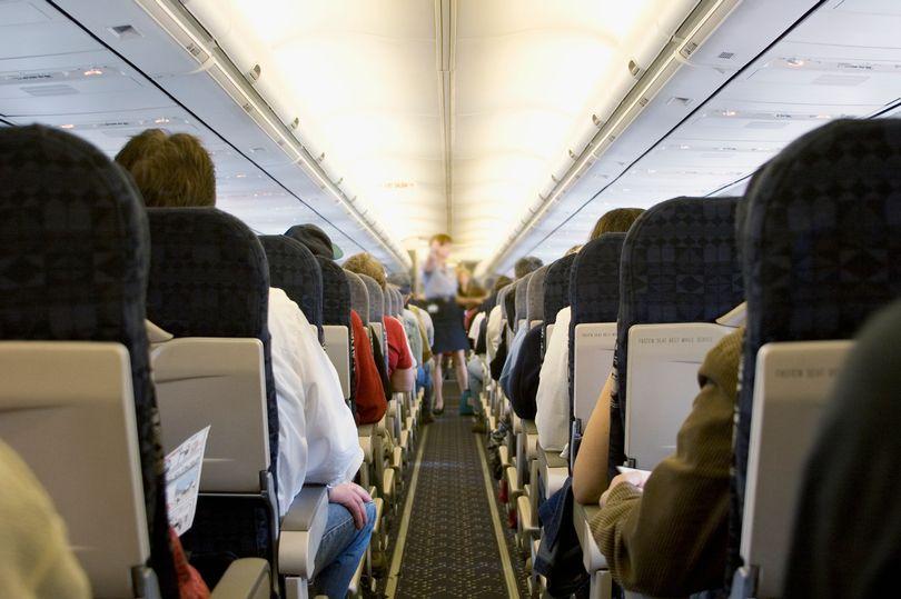 أسرار الطيران... تعرف على أقل الأماكن نظافة داخل مقصورات الطائرات