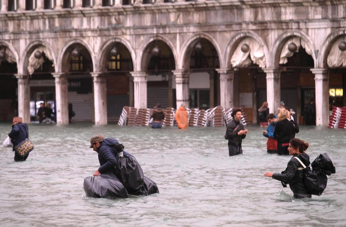 المواقع السياحية في البندقية تغرق