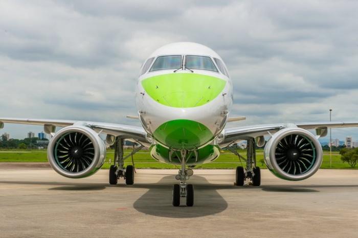 بنتر تستقبل أول طائرة E195-E2