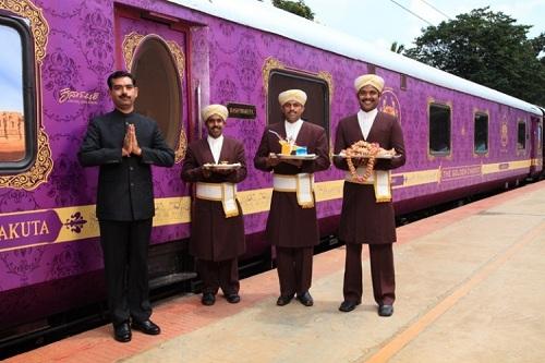 شركة السكك الحديدية الهندية للتموين والسياحة المحدودة توقع عقدا لتشغيل القطار الذهبي