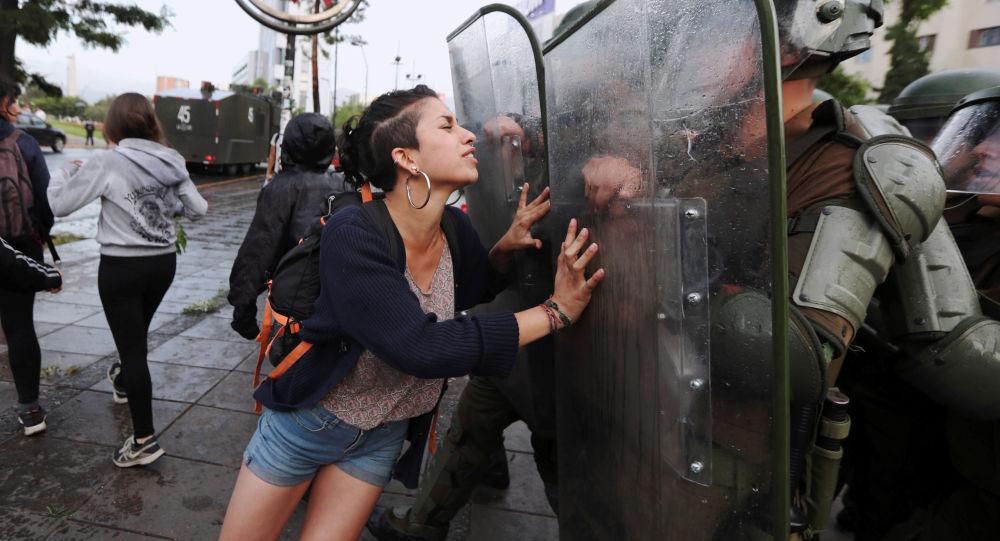 الأزمة السياسية والاجتماعية تؤثر على السياحة في شيلي