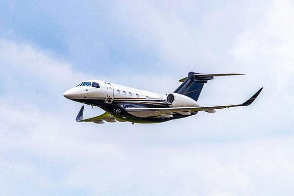 تسليم أول طائرة رجال أعمال طراز إمبراير برايتور