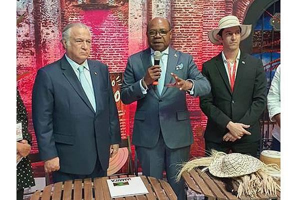 جامايكا وبنما يوقعان اتفاقية تسويق ونقل جوي متعدد الوجهات