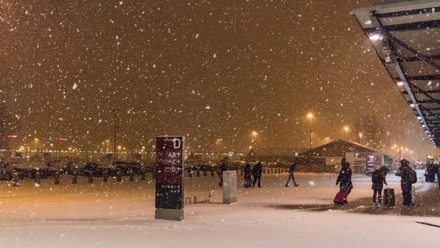 شركات الطيران تبدأ عمليات إغلاق بعض المطارات بسبب العاصفة الشرقية