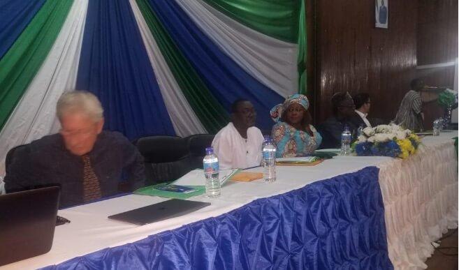 البنك الدولي يبحث عن مواقع سياحية في سيراليون