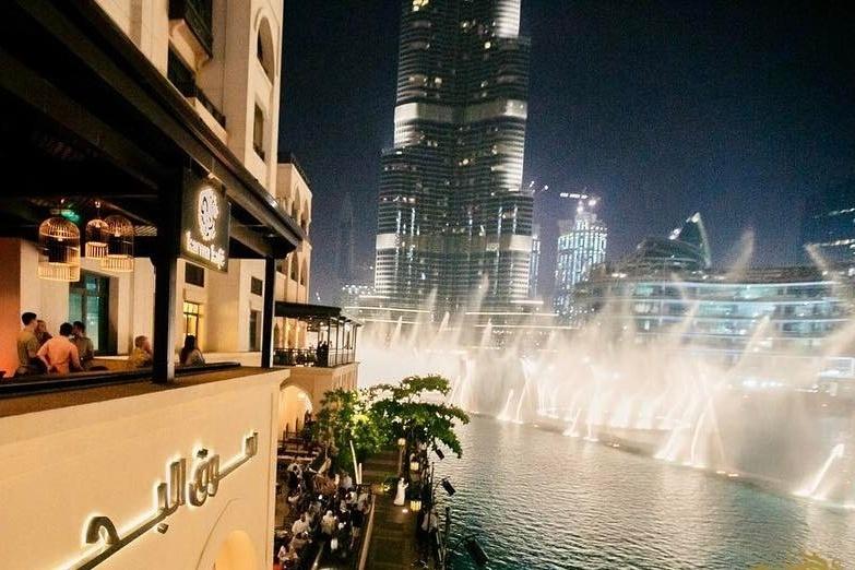 مطاعم مطلة على نافورة دبي