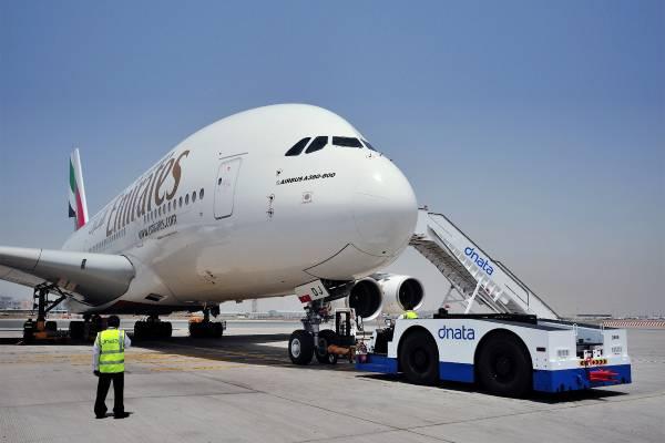 طيران الإمارات توقف جميع رحلاتها مؤقتًا بحلول 25 مارس
