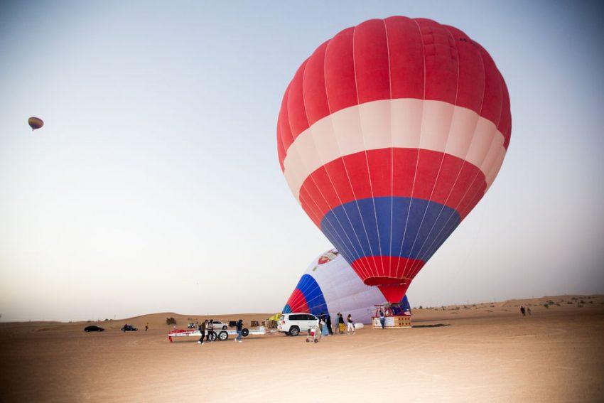 عرض الصقور والمنطاد تجربة دبي المثيرة