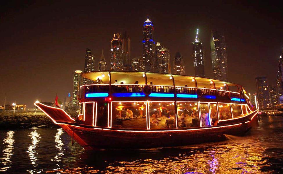 عشاء في المركب في دبي مارينا و خور دبي