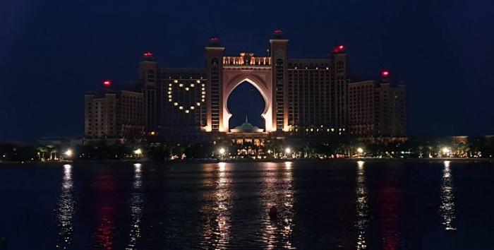 أتلانتس النخلة يعزز الروح المعنوية في دبي
