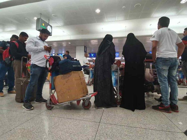 الإمارات تعرض أن تطير الهنود الذين تقطعت بهم السبل