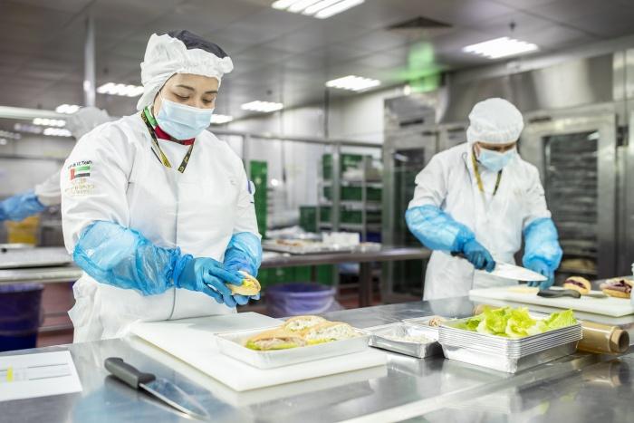 الاتحاد للطيران تساهم في تقديم وجبات طعام للمواطنين المتأثرين نتيجة كوفيد 19