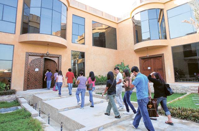 المئات من الفلبينيين في الإمارات يريدون العودة إلى ديارهم
