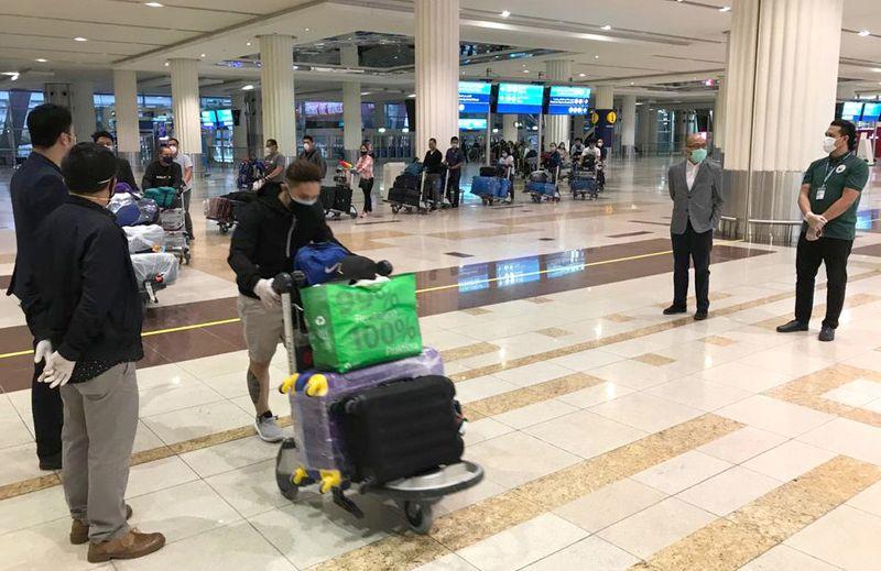 عودة 415 بحارا فلبينيا كانوا عالقين في الإمارات
