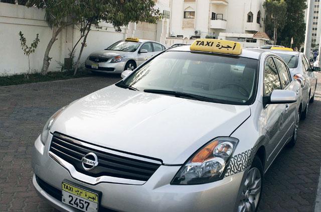 سيارات الأجرة في أبوظبي تمكن المعاملات غير النقدية للركاب