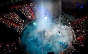 مسرح دبي استمتع بامسية فى لابيرل (المسرح الحى فى دبى )